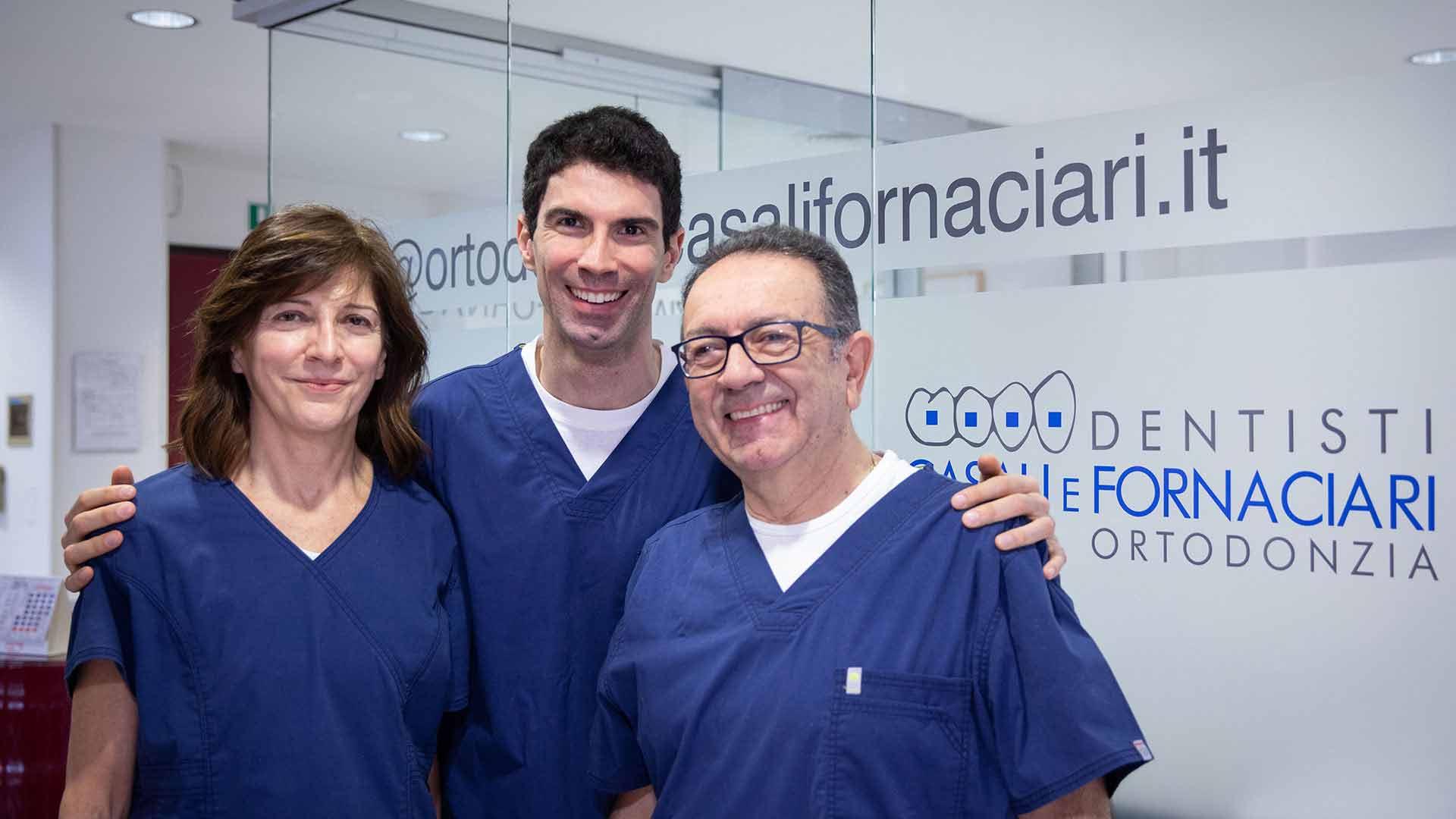 Immagine dei tre medici operanti nello studio